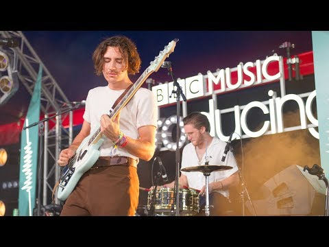 Blossoms - At Most A Kiss (Glastonbury 2017)