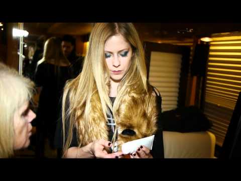 Avril Lavigne - Doing Mom's Make-up