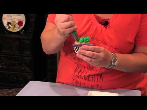 How To Decorate Cupcakes For A Safari-Themed Party : Cupcake Decorating - Smashpipe Style