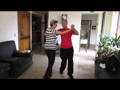Mami  en sus Clases de Baile Tropical