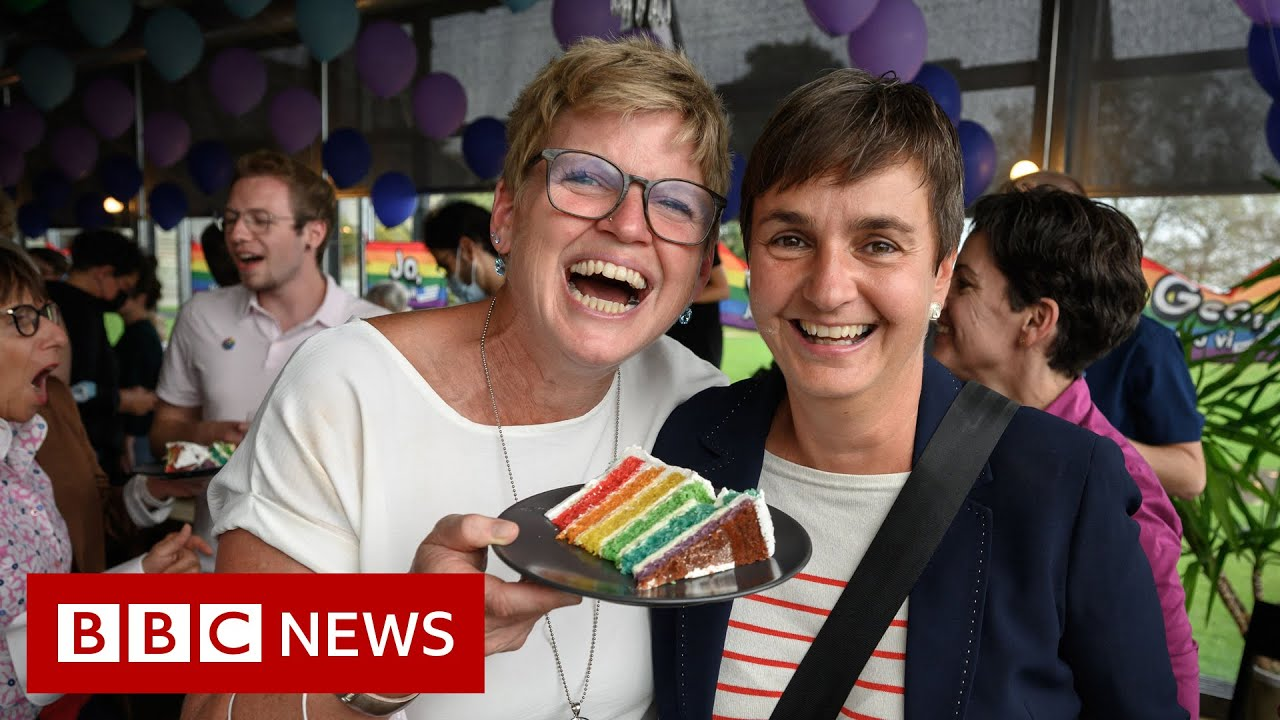 Swiss voters back same-sex marriage - BBC News