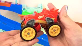 BLAZE & The Monster Machines Flip Race Speedway with Transforming Trucks