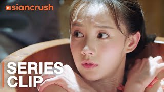 In the bath, her bodyguard teaches her to use her beauty as a weapon | 'Bloody Romance'