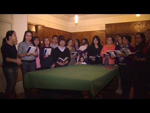 Filipino Choir In UK Prays For Home - Smashpipe News
