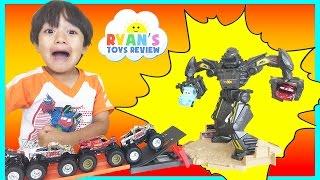 Hot Wheels Monster Jam Trucks Maximum Destruction Battle Trackset