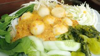 Thai Food Cooking Tutorial: Khanom Jeen (Fish Curry with Rice Vermicelli)