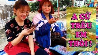 Trêu em gái bán thổ cẩm tại chợ phiên | Cốc Pài - Sín Mần - Hà Giang | KP247