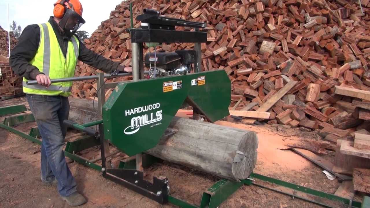 Hardwood Mills Gt26 Saw Mill Milling A Log With Bandsaw