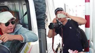 BOT Cai Lậy xả trạm một giờ vì tài xế tiếp tục trả tiền lẻ
