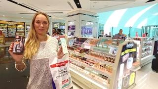 Caroline Buys Serena A Gift