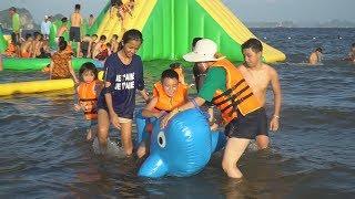 Bé Minh Chơi Cá Heo Phao Bơi Tại Bãi Biển Bãi Cháy Cùng Anh Đại Nghĩa - Bé Đi Du Lịch