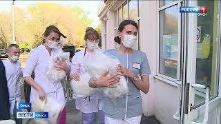 Омским медикам передали крупную партию защитных костюмов