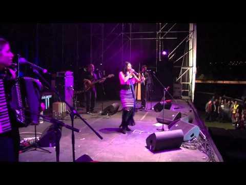 Lila Downs en vivo Unnim Etnival Girona España Agua de Rosas