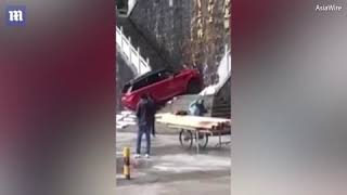 Range Rover drives up 999 steps up a mountain in china