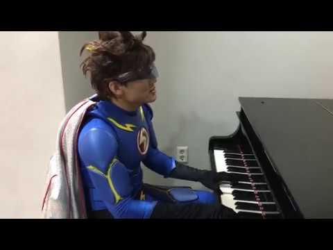모여라딩동댕 번개맨이 피아노치며 노래 하는 모습 대박반전~!!!  와우  멋쪄~ 따라부르게 되자나 ㅋㅋ