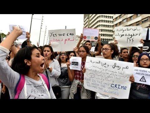 """مظاهرة في الدار البيضاء تضامنا مع فتاة """"الطوبيس"""""""