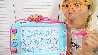 보람이와 또치 코난의 칠판 장난감 학교놀이 Boram Go To School | Children Learn English and numbers