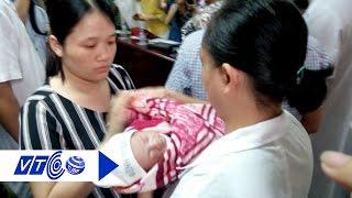 Cảm động giây phút bé Trần Gấu xuất viện | VTC