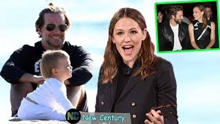 Jennifer Garner played hide and seek with Bradley Cooper's daughter on the beach in Malibu