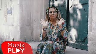 Müge Oruçkaptan - Kahveler (Official Video)