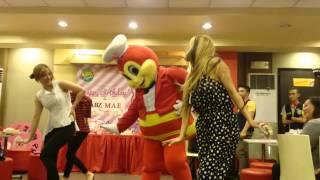 JOLLIBEE dances with the MOCHA GIRLS