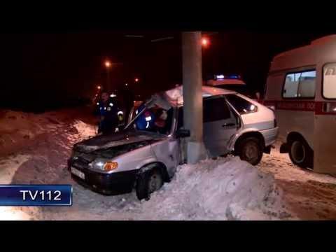 TV112 ВАЗ 2114 врезалась в столб на Маймаксанском шоссе в Архангельске