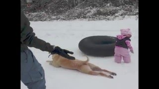 Snimao je svoju kćerku kako se igra na snijegu, a onda se niotkuda pojavilo ovo!