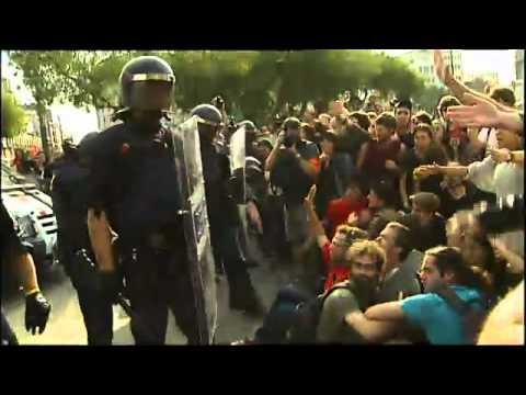 Els Mossos d'Esquadra i Guàrdia Urbana desallotjant la Plaça Catalunya