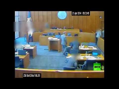 لقطات تحبس الأنفاس لمتهم حاول قتل الشاهد داخل المحكمة!