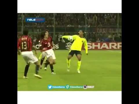 Khoảnh khắc Ronaldinho hủy diệt cùng lúc cả 2 huyền thoại Nesta và Dida