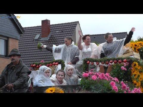 Verregneter Erntedankzug 2018 in Stommelerbusch.