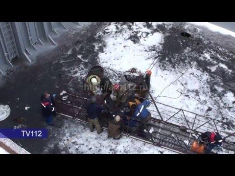 Мужчина упал с 8 метровой высоты на Красной Кузнеце в Архангельске