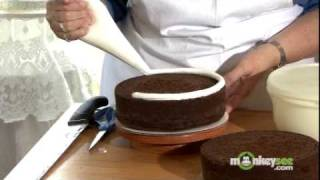 How to Bake and Decorate a Cake