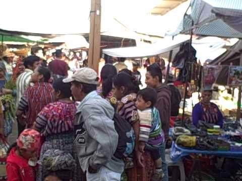 Municipio: El mercado de Patzún un domingo, desde la esquina del parque Dic  2010