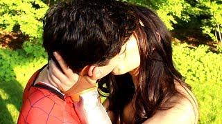 SPIDER-MAN v WONDER WOMAN - DESPACITO PARODY (RAP BATTLE)