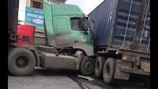 Hai xe container đâm ngang thân nhau tại Hải Phòng