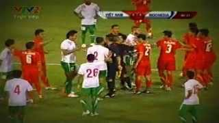 Irfan Bachdim Fight - Vietnam vs Indonesia Friendly Match (Oct 16, 2012)