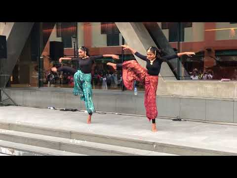 Viral Video - Iswarya & Shruthi Dance in Singapore