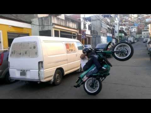 Pedro Locura motopiruetas en el Cementerio ccs