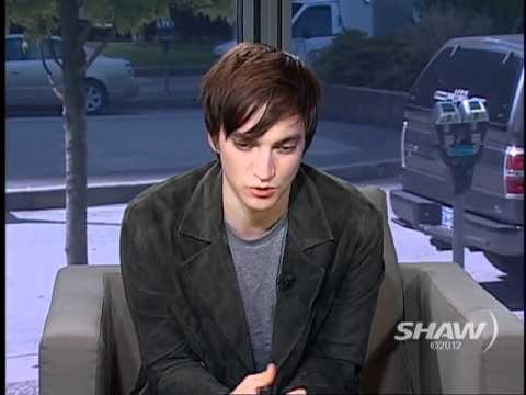Actor Richard Harmon aka Julian Randle in Continuum - YouTube