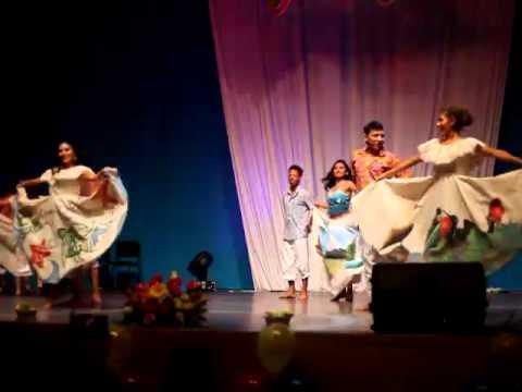 Baile de Galapagos durante el Concierto de la Semana de la Cultura Ecuatoriana en la RUDN