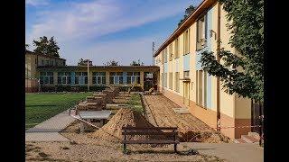Od kilku dni trwa termomodernizacja budynku Szkoły Podstawowej w Jastrzębiej Górze. W ramach inwestycj