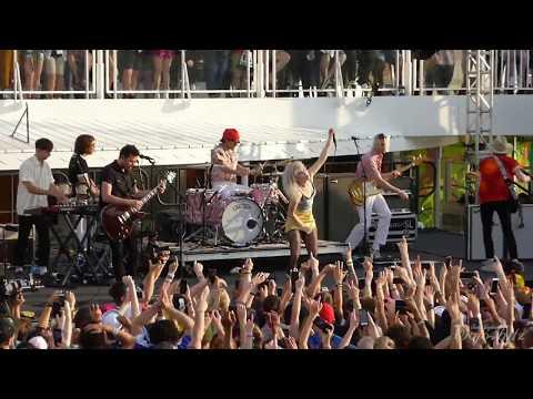 2/17 Paramore - crushcrushcrush/Beat It Mash-Up @ Parahoy 3 (Show #2) 4/08/18 Deep Search