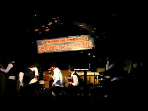 Los Dueños En Tu cOrazon _En Vivo-Palacio De La Cumbia_ MALDITO LICOR