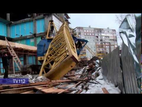 В Архангельске на строительной площадке упала стрела гусеничного крана