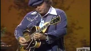 "Roy Clark Shows How A ""Good Ol' Boy"" Can Play A Mean Guitar ~ Live (1976)"