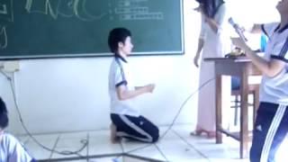 Clip cậu học sinh tỏ tình với cô giáo trẻ