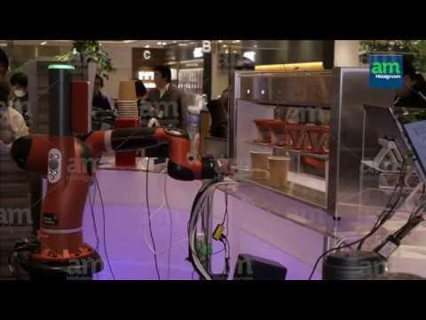 Robot barista prepara y sirve café en Tokio