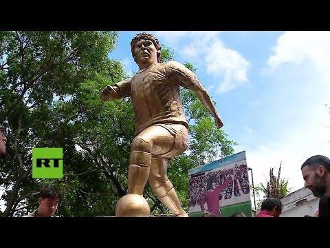 Inauguran una estatua en homenaje a Maradona en Buenos Aires
