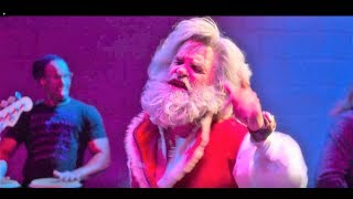 "Kurt Russell sing ""Santa Claus Is Back In Town"" - The Christmast Chronicles movie"